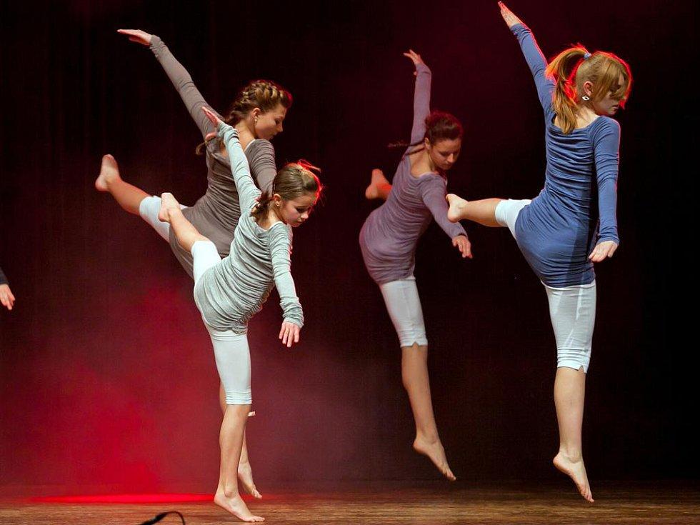 Tanečníci z velkobílovické základní umělecké školy sklidili úspěch. V okresním kole taneční přehlídky, kterou hostil Kulturní dům ve Velkých Bílovicích, získali šest ze sedmi ocenění.