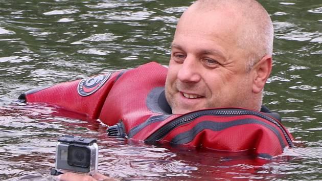 Dobrovolný hasič ze Staré Břeclavi Josef Gajdoš spolu s kolegou zachránili ve slovenském Senci tonoucího důchodce.