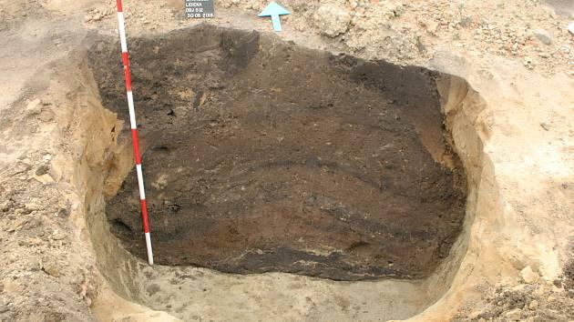 Archeologický výzkum na stavbě kulturního domu v Drnholci odkryl dosud neznámou archeologickou lokalitu.