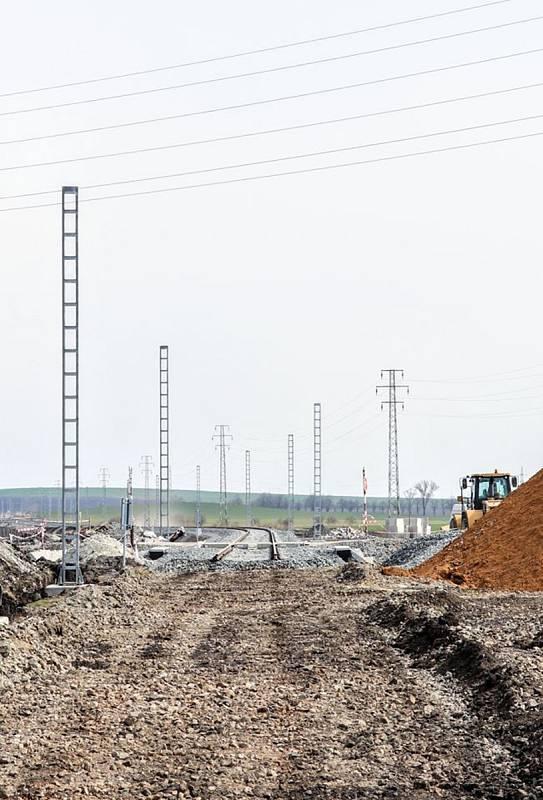 Při modernizaci železniční trati u Šakvic na Břeclavsku objevili i hrob ze starší doby bronzové.