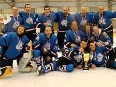Nejlepší tým amatérských hokejistů v republice HC Divočáci na společné fotce.