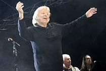 Už po pětadvacáté se Břeclavané baví při Svatováclavských slavnostech. Trvají tři dny. Sobota patřila v podzámčí jarmarku a také řadě hudebních vystoupení. Největším tahákem byl večer legendární Václav Neckář s kapelou Bacily.