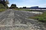 Město nechá opravit cestu k Herbenově farmě v Hustopečích. Specializovaná firma zde v říjnu provede asfaltový nástřik s podrcením.