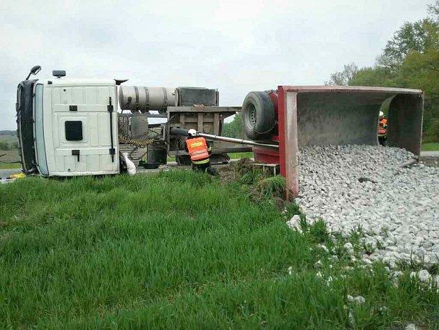 Nehoda kamionu u Drnholce.