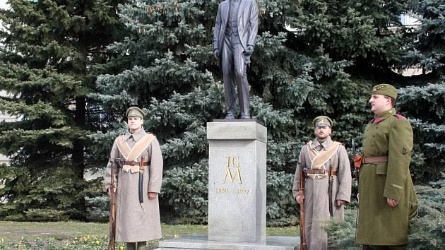 Vzpomínka k výročí narození T.G.M. přivedla do centra Břeclavi desítky lidí.