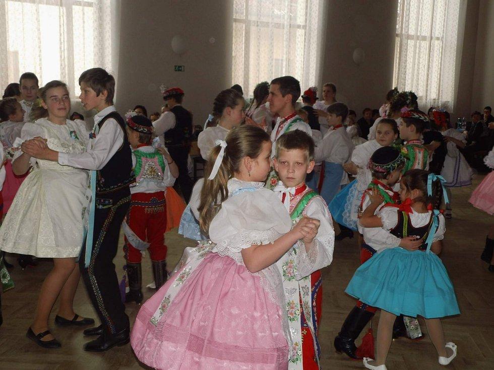 Děti si zatančí na krojovém plese ve Staré Břeclavi