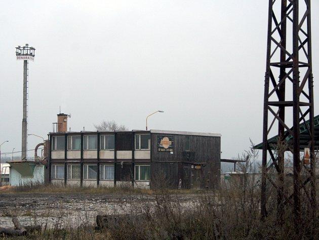 Dřevařský závod Dendra mezi Mikulčicemi a Moravskou Novou Vsí zeje prázdnotou už několik měsíců.