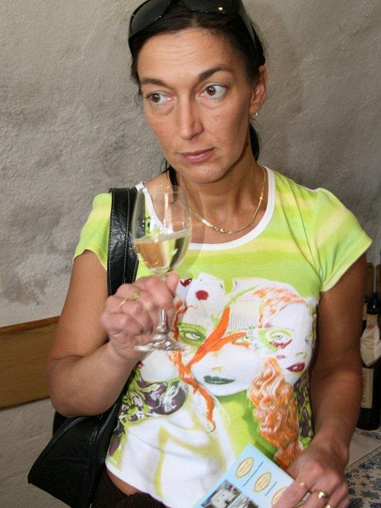 Rakvické sklepy i ulice v sobotu zaplnilo množství milovníků vín.