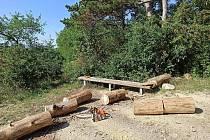 Na lavičku na Svatém kopečku v Mikulově už si mohou sednout návštěvníci.
