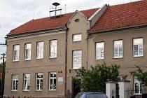 Základní a mateřská škola v Brumovicích stojí už sto let. V sobotu si významnou událost připomněla. Oslavou.