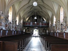 Uprostřed Dolních Věstonic stojí kostel zasvěcený svatému archandělu Michaelovi.