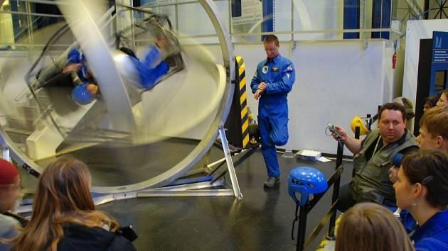 Výcvik účastníků Expedice Mars 2008 v belgickém vesmírném centru.