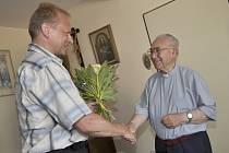 Bývalému dlouholetému děkanovi Václavu Fišerovi popřál k devadesátinám i starosta Hustopečí Luboš Kuchynka.