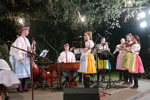 Folklorní soubor Jatelinka hledá dětské muzikanty do nové cimbálové muziky.