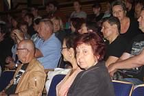 Obyvatelé Břeclavi se sešli v úterý v kině Koruna se zástupci ministerstva vnitra a ptali se jich na aktuální vývoj situace s běženci z Blízkého východu a vznik stanového tábora v Poštorné.