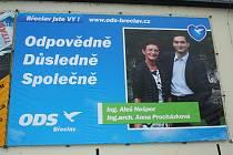 Dva měsíce po volbách krášlí Břeclav předvolební plakáty.