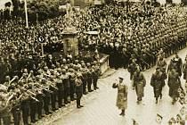 Adolf Hitler přijel v roce 1938 do Mikulova, jehož tehdejší obyvatelstvo bylo převážně německé.