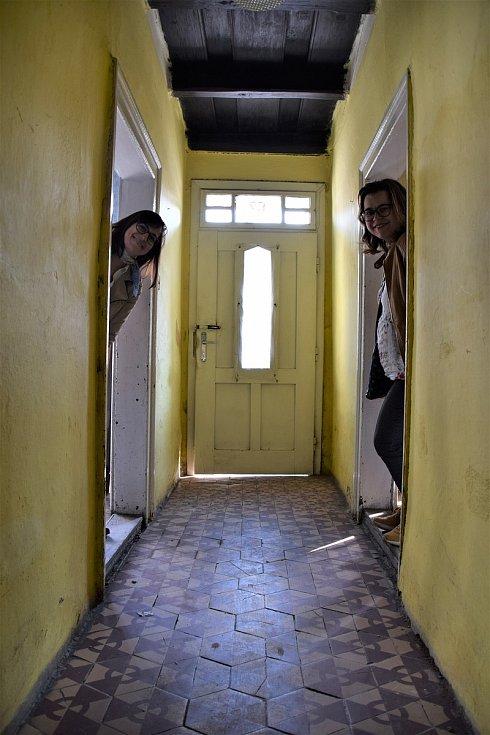 Čtyři milovnice folkloru založily nadační fond Moravská krása. Chtějí rekonstruovat sto padesát let starý domek v Charvátské Nové Vsi a přebudovat ho na muzeum a komunitní centrum.