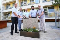 Opravy břeclavského domova důchodců začaly (zleva krajský radní Milan Vojta, ředitel domova důchodců David Malinkovič, místostarostové Richard Zemánek a Jakub Matuška, starosta Svatopluk Pěček).