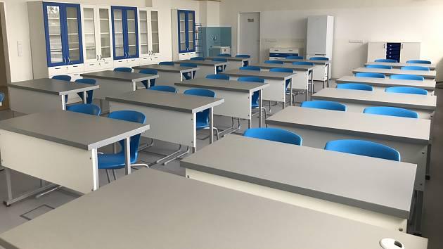 Zmodernizované učebny a výtahy v budově velkobílovické základní školy.