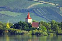 Vesnice Mušov zanikla ve druhé polovině sedmdesátých let minulého století. Nad hladinou střední novomlýnské nádrže zůstal kostel svatého Linharta.