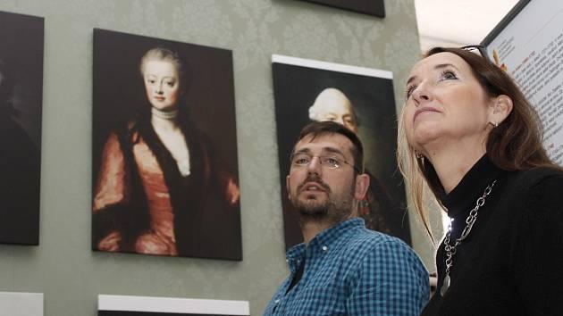 Asi šedesát obrazů všech lichtenštejnských knížat a dalších členů rodu vystavují na valtickém zámku. V sobotu se návštěvníkům v dosud nepřístupných prostorách zámku otevřou dvě nové expozice.