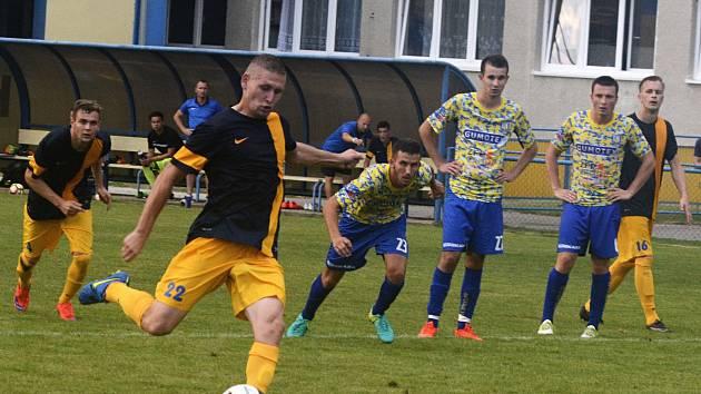 MFK Břeclav (ve žlutém). Ilustrační foto.