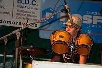 Janohradem zněl jazz, folk a zpěv Yvonne Sanchez. Snímek pochází z loňského ročníku festivalu.