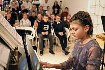 Galerie Závodný v Mikulově hostila koncert dětí ze Základní školy v Dolních Věstonicích. Foto: Archiv pořadatelů