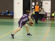 Silvie Markovičová Hrubá navrhla pro své spoluhráčky z basketbalového oddílu dres s folklorními ornamenty.