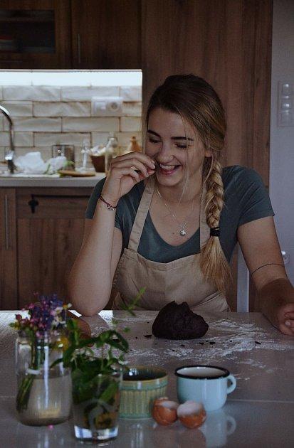 Magda Strapinová zPerné neboli Trouba zPálavy peče fantastické sladkosti.