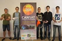 Břeclavští studenti uspěli ve vesmírné soutěži. Získali třetí místo za správně sestrojený a fungující satelit.