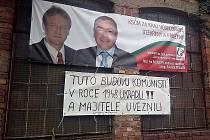Milan Studnička z Moravské Nové Vsi umístil pod předvolební plachtu vzkaz.