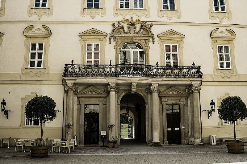 Pohled na jižní křídlo valtického zámku s novým prohlídkovým okruhem. Knížecí byt: Apartmán Františka I. z Lichtenštejnu.