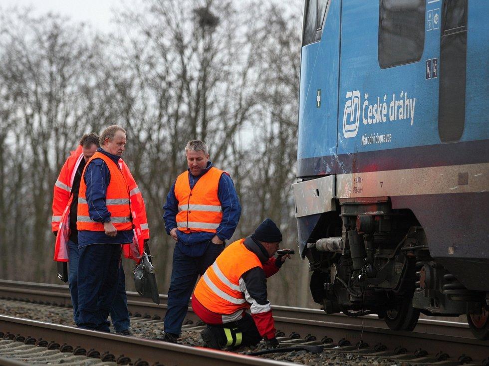 Nehoda vlaku s osobním autem u Šakvic.