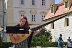 Feste Teatrale ve Valticích - to byla i flétnistka Anna Mazáčková a Barbora Hulcová, která hrála na theorbu