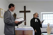 Otevření nové kaple se v břeclavské věznici zúčastnili nejvyšší představitelé duchovní služby, hlavní kaplan Vězeňské služby České republiky Pavel Kočnar a místopředseda Vězeňské duchovenské péče Otto Broch. Nechyběl ani ředitel Vladan Havránek a jeho zás