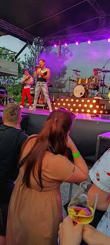 Na Sonberku nedávno hrála i kapela Queenie.