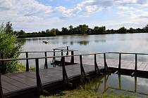 Rakvický rybník zvaný Šutrák.