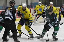Rozhodla produktivita. Břeclavští hokejisté (ve žlutých dresech) si dokázali vytvořit šance, ale ty v prvních dvou třetinách neproměňovali. Hosté z Hodonína byli produktivnější.