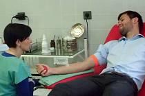 Břeclavský fotbalový obránce Jakub Šenk právě podstoupil odběr krve.