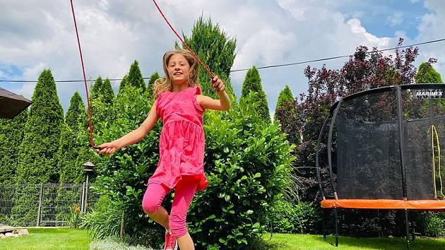 Skákání přes švihadlo doporučují dětem trenéři