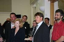 Při dražbě vín pro děti z mikulovského stacionáře se zájemci předháněli v nabídkách.