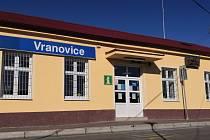 Turistické informační centrum ve Vranovicích zahájilo provoz. Nově v budově vlakového nádraží.