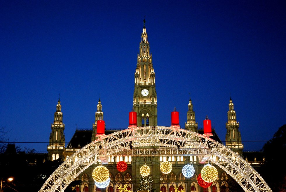 Vídeňské vánoční trhy na radničním náměstí jsou už v polovině listopadu v plném proudu.