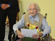 Anna Jarošová oslavila v břeclavském Domově seniorů stoleté narozeniny.