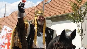 Luxusní vína, burčák, chválí Pálavské vinobraní a křičí: Ať žije král a královna