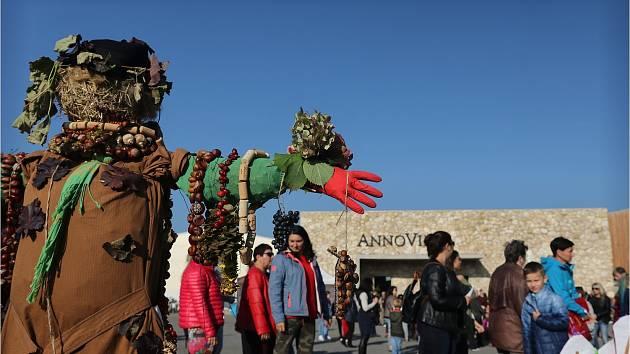 Podzimní slavnosti bavily děti, floristy a znalce vín