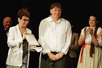 Na poslední představení v této sezóně můžou diváci přijít tento víkend. Hraje se romance Pohádka máje.