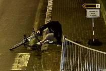 Opilý cyklista ujížděl Břeclaví v protisměru a bez světel.